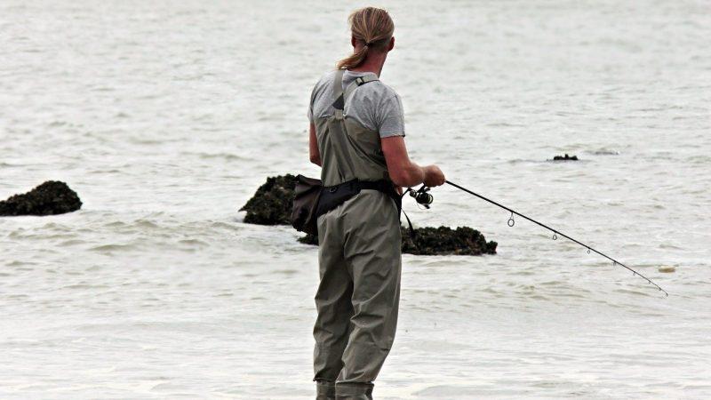 نقيب صيادين البرلس يناشد السيسي التدخل لانتشال جثمان حمدينو